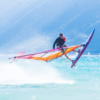 Kitesurfing vs windsurfing. Which one is more difficult?